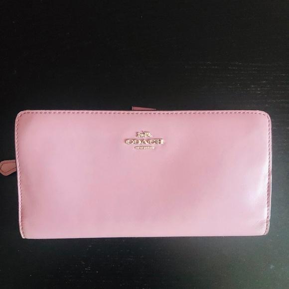 Coach Handbags - Coach skinny wallet